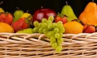"""Фрукты нельзя есть вечером. Поговорка """"два яблока на ужин и доктор не нужен"""" безнадежно устарела, считает гастроэнтеролог"""